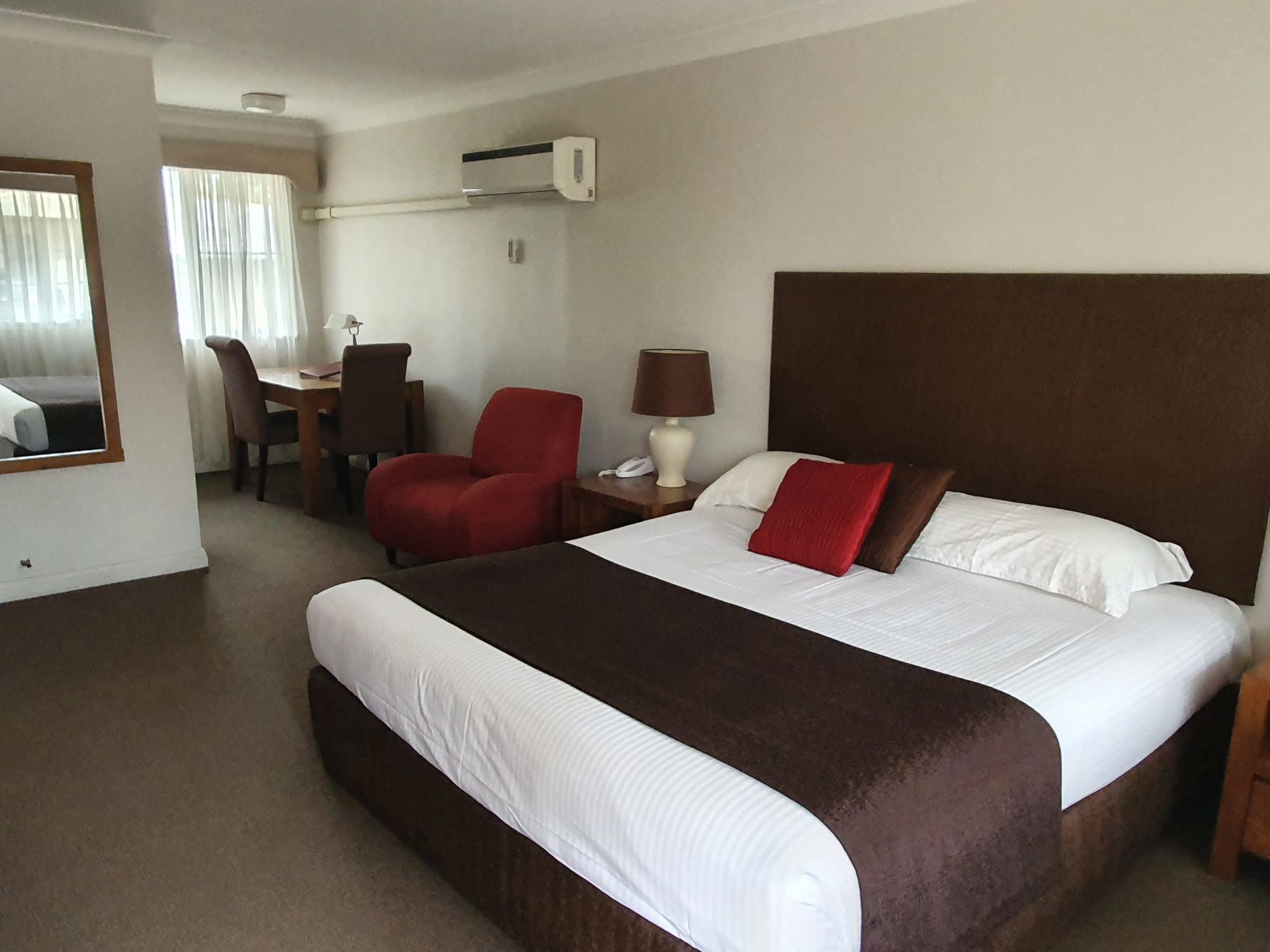 Tamworth Motels Deluxe King Room