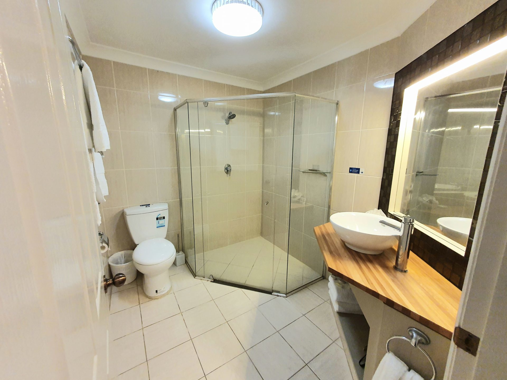4 star Motels Tamworth Deluxe King Suite